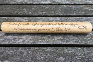 Holz-Staffelstab mit Gravur-Beispiel