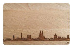 Brotzeitbrett gravierte Skyline Köln